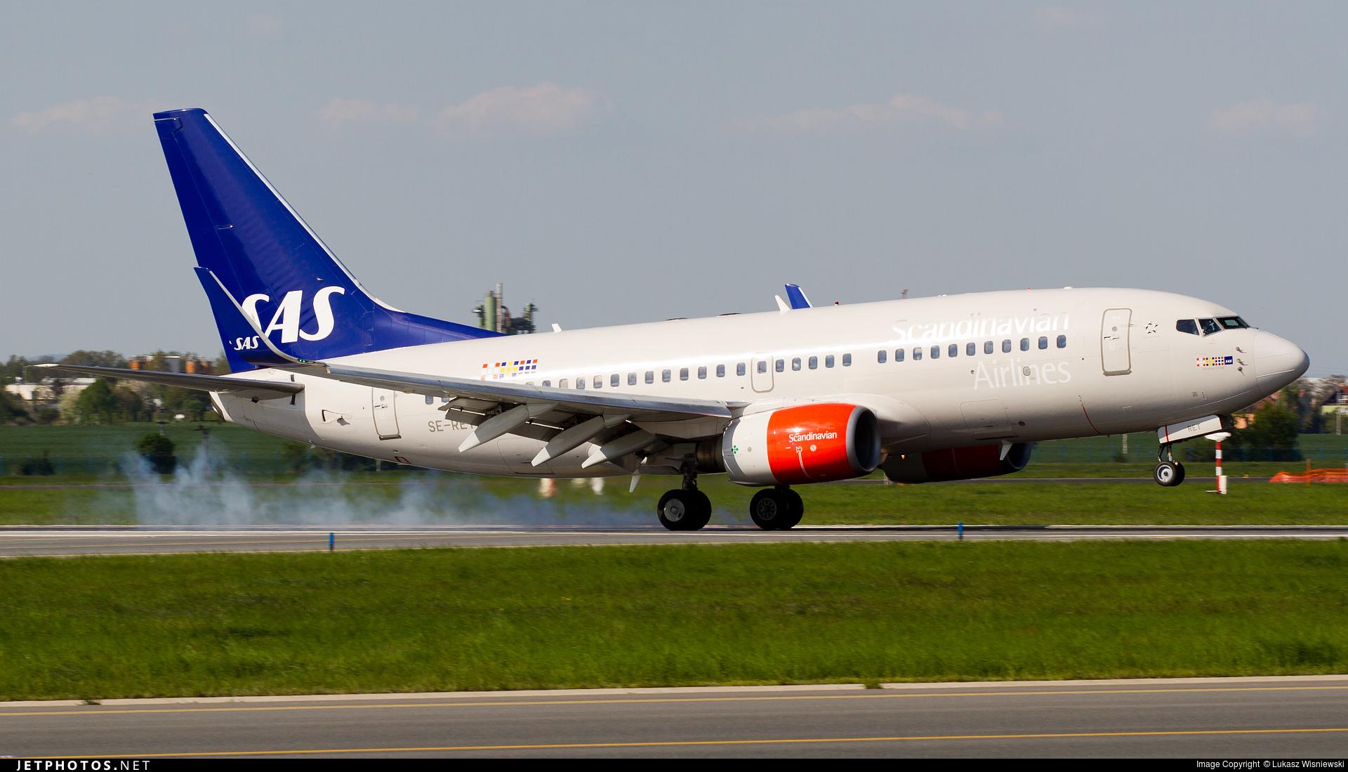 SE-RET - Boeing 737-76N - Scandinavian Airlines (SAS)