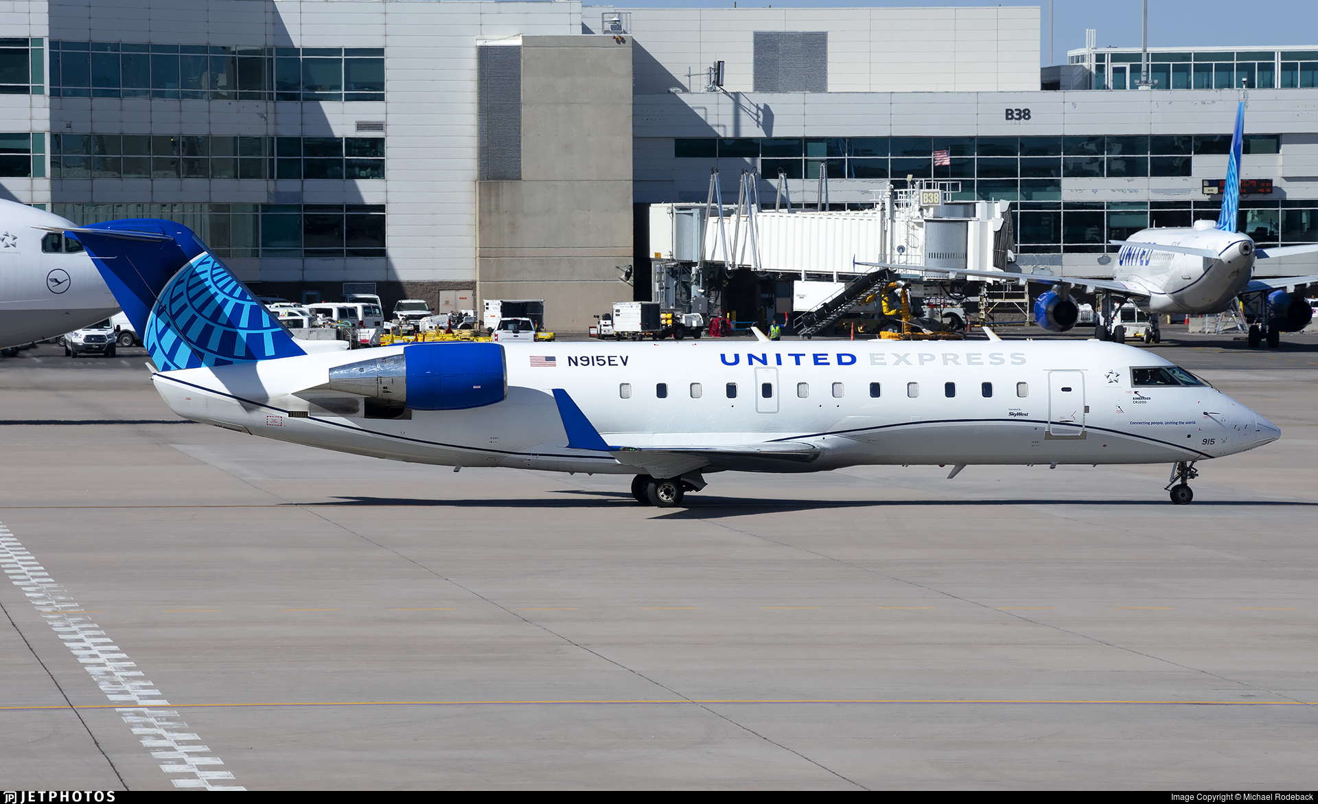 N915EV - Bombardier CRJ-200LR - United Express (SkyWest Airlines)