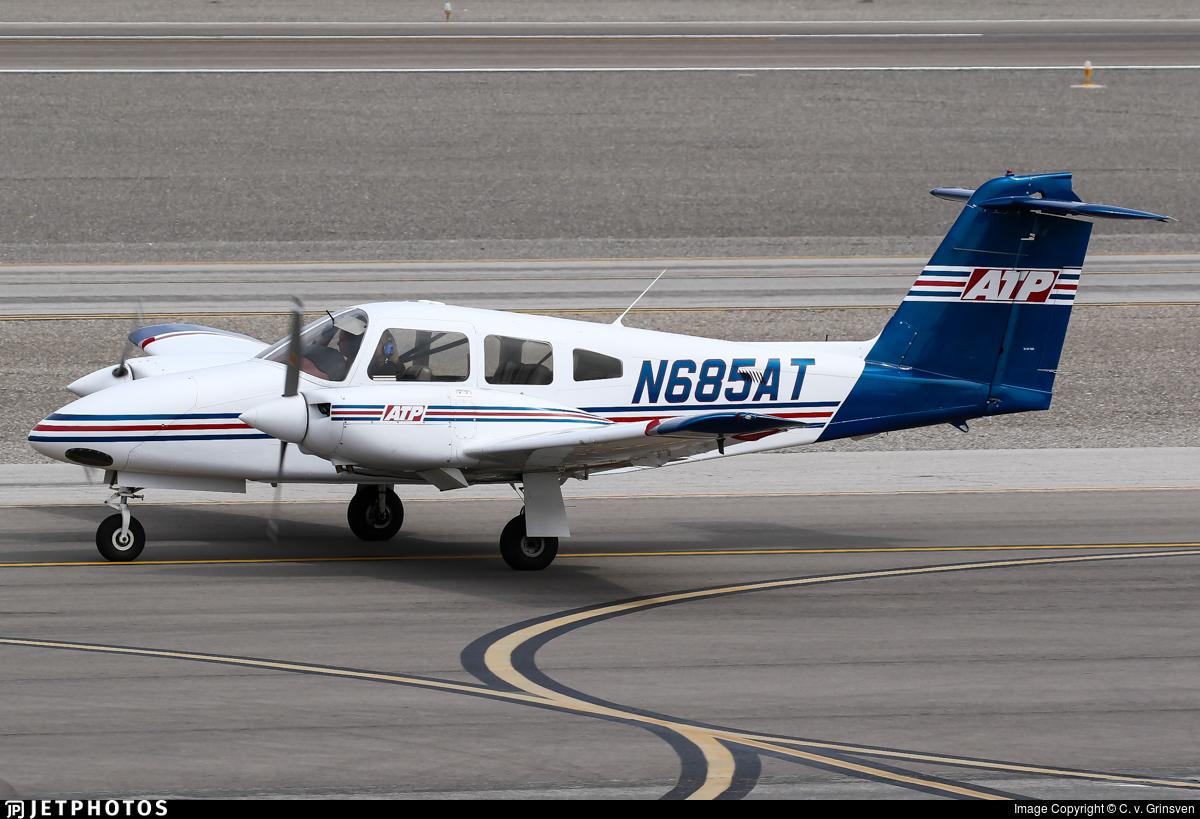 N685at Piper Pa 44 180 Seminole Atp Flight School C V
