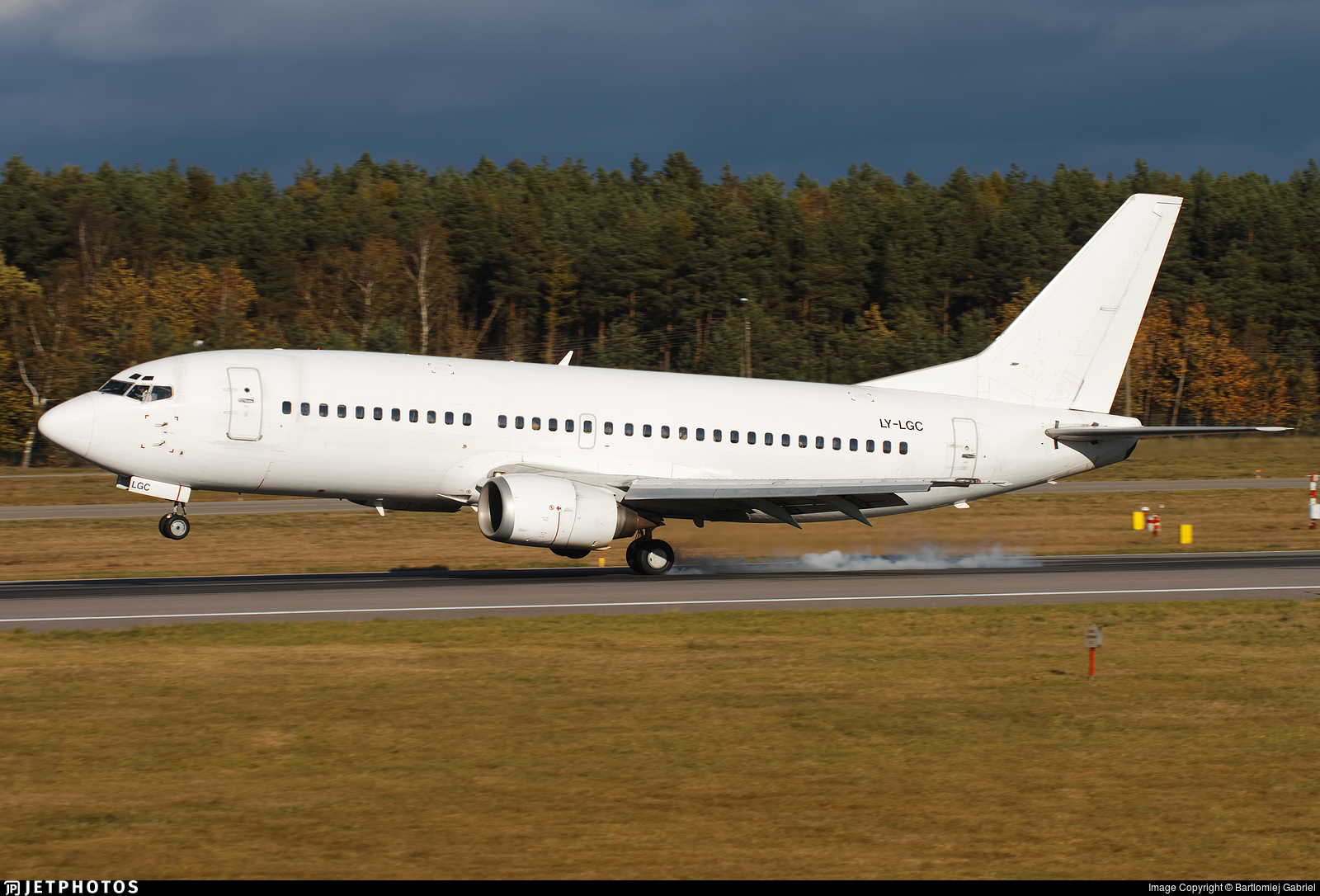 LY-LGC - Boeing 737-382 - Grand Cru Airlines