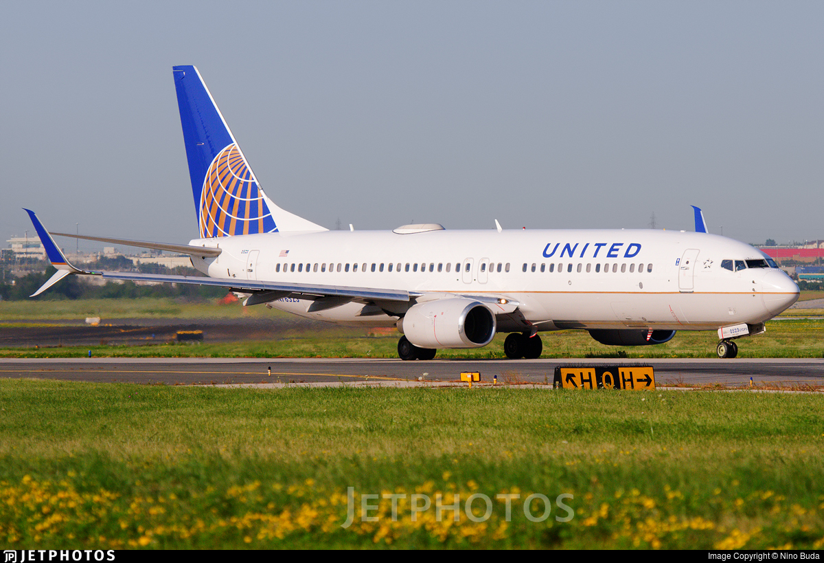 N76523 - Boeing 737-824 - United Airlines