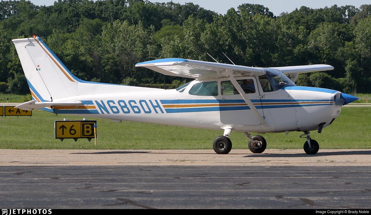 N6860H - Cessna 172M Skyhawk - University Of Michigan Flyers