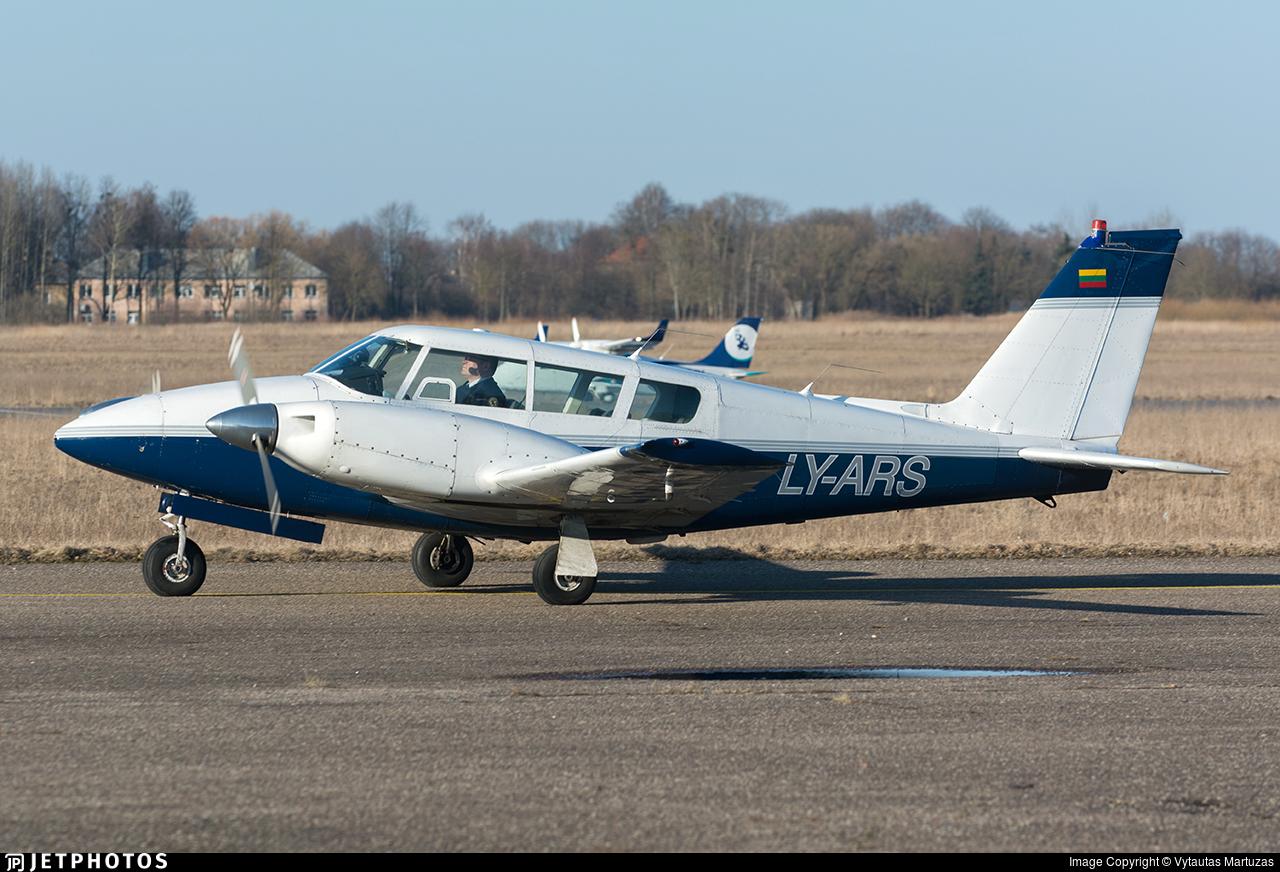 LY-ARS - Piper PA-30-160 Twin Comanche C - Private