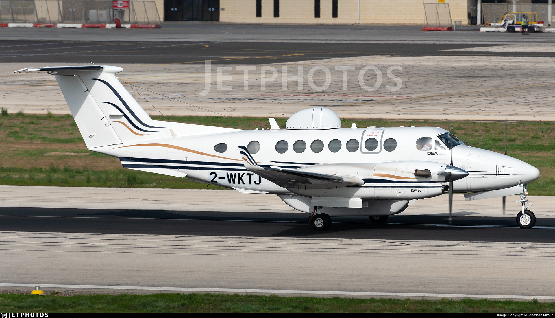 2-WKTJ - Beechcraft 300 Super King Air - Diamond Executive Aviation