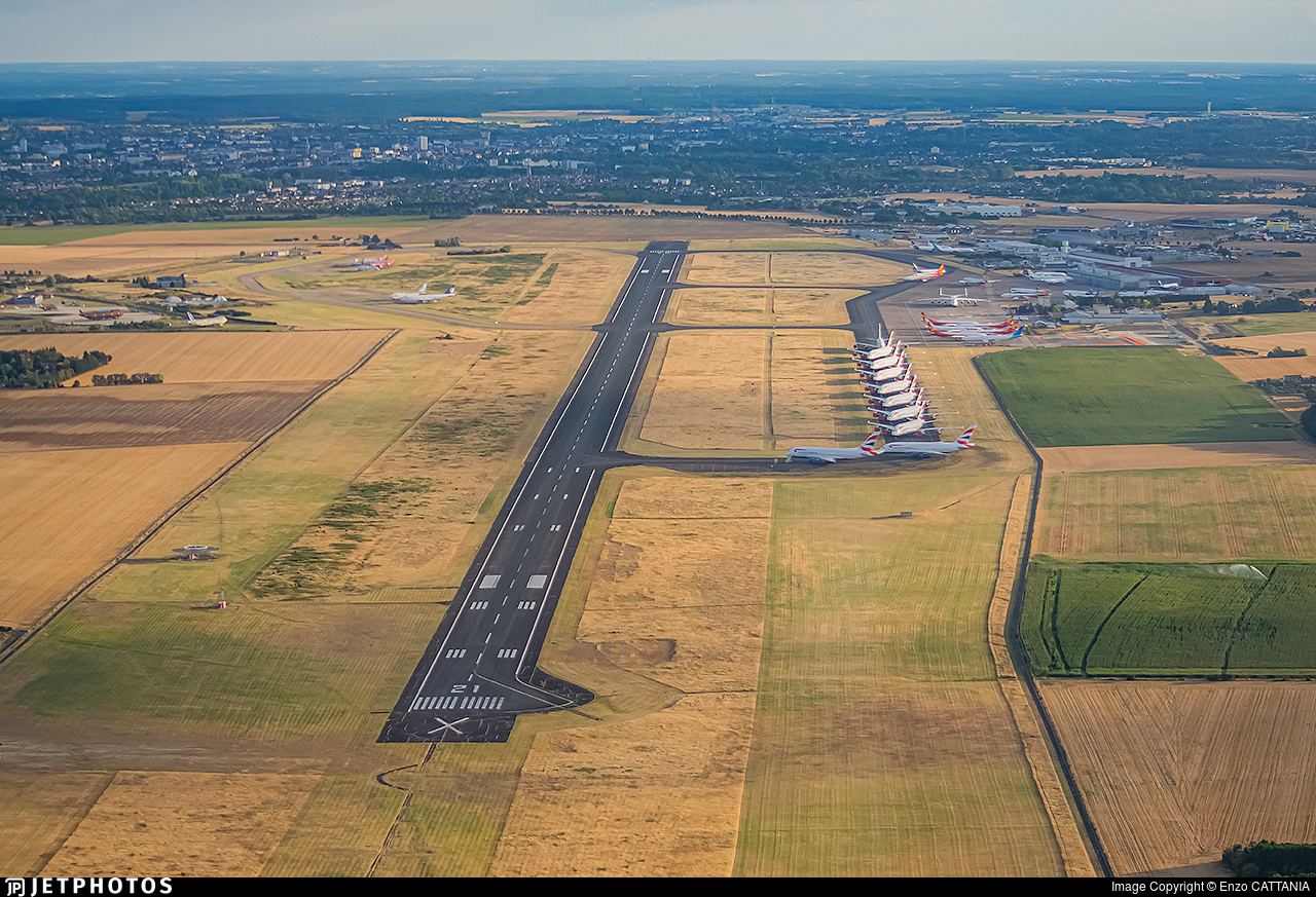 LFLX - Airport - Airport Overview