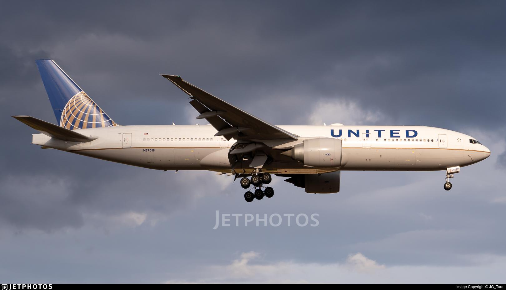 N37018 - Boeing 777-224(ER) - United Airlines