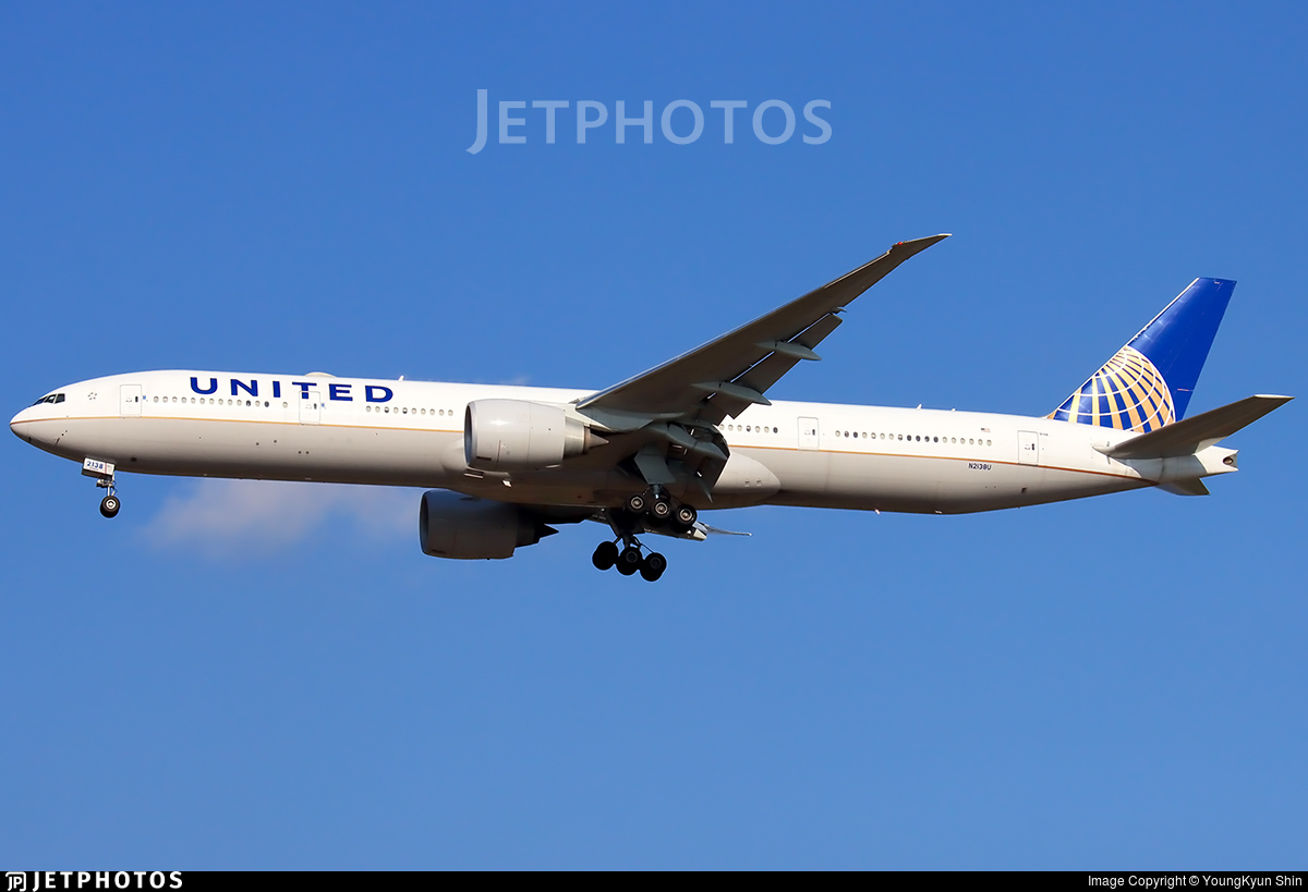 N2138U - Boeing 777-322ER - United Airlines
