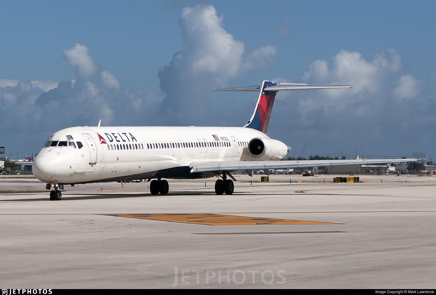 N932DL - McDonnell Douglas MD-88 - Delta Air Lines