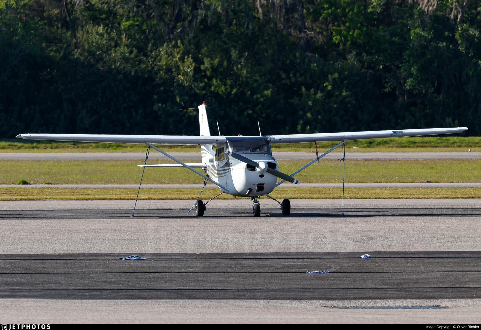 N8213L - Cessna 172H Skyhawk - Private