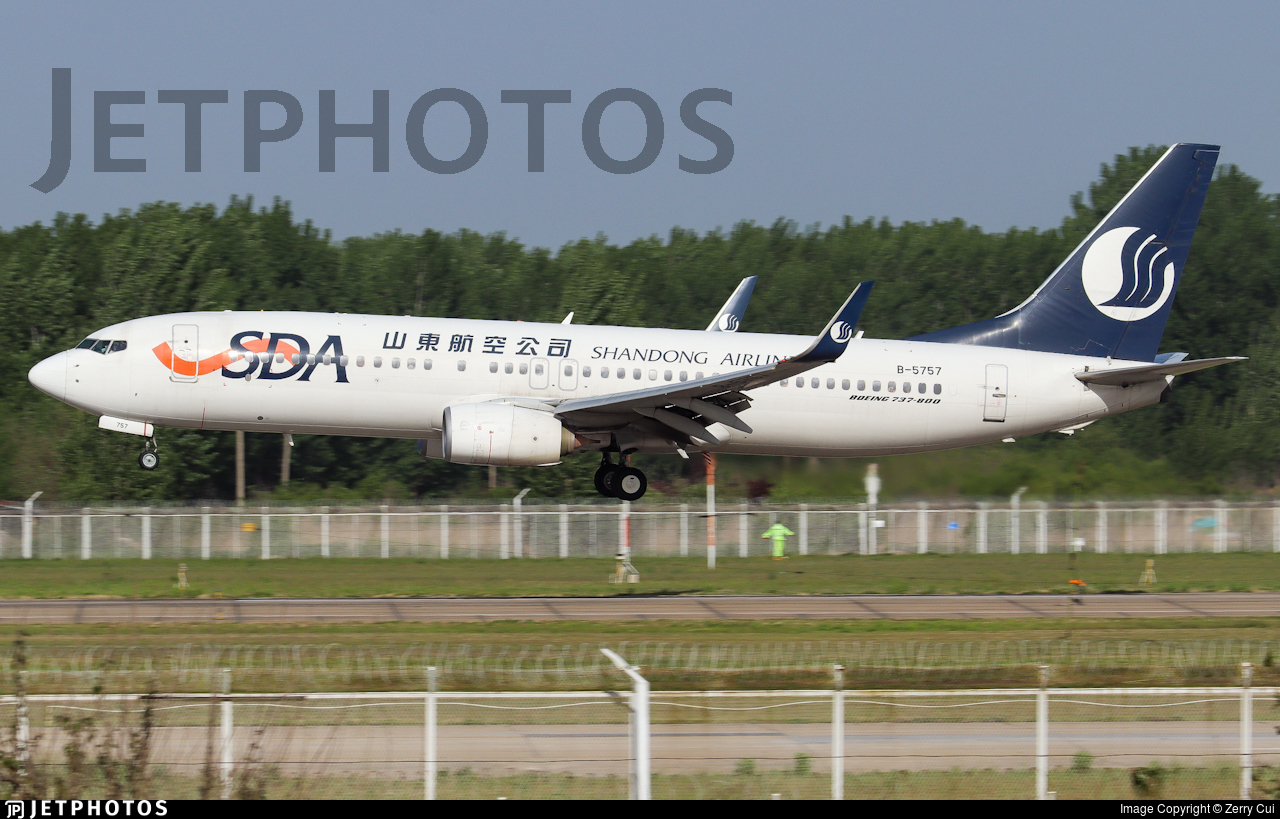 B-5757 - Boeing 737-89L - Shandong Airlines