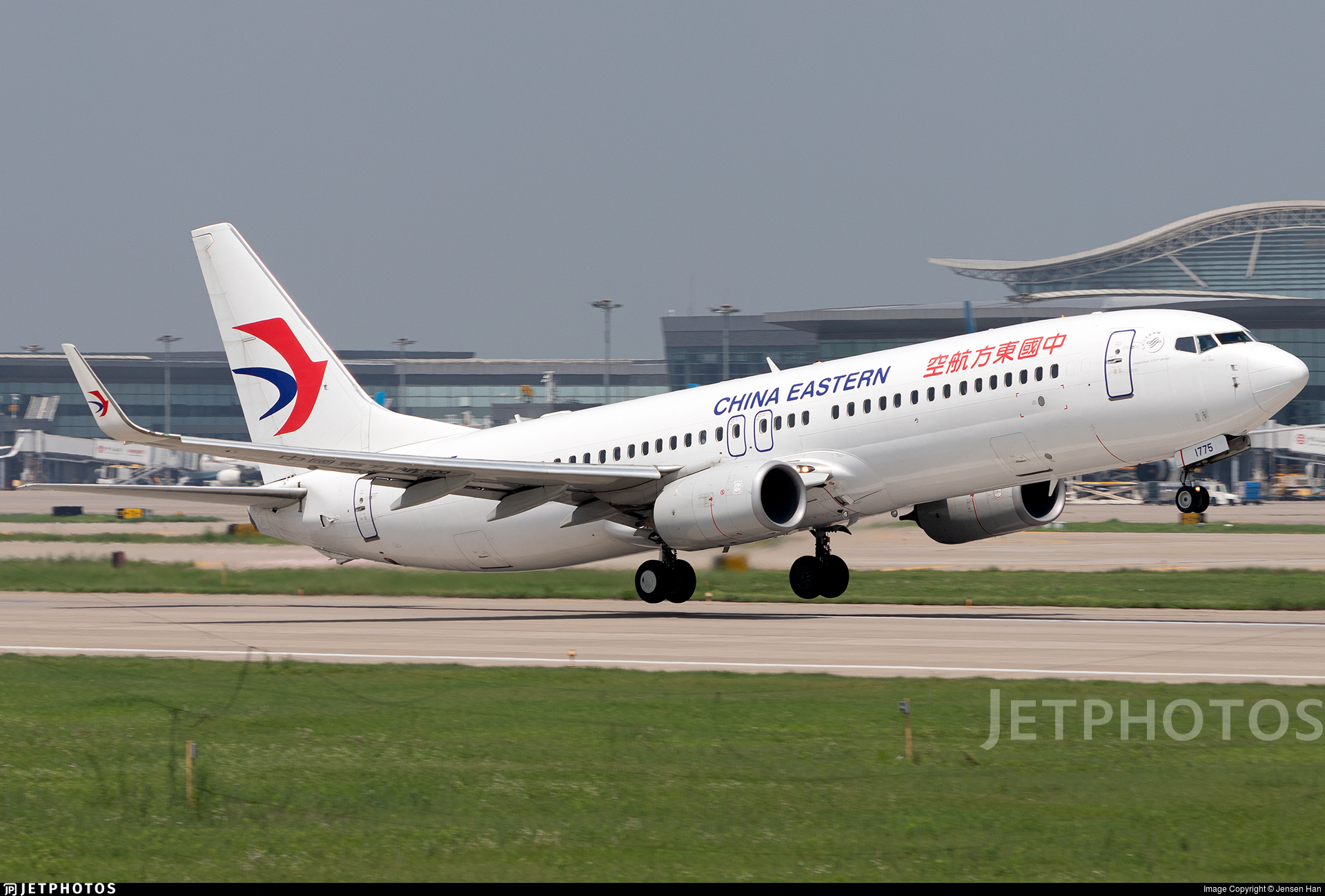 B-1775 - Boeing 737-89L - China Eastern Airlines
