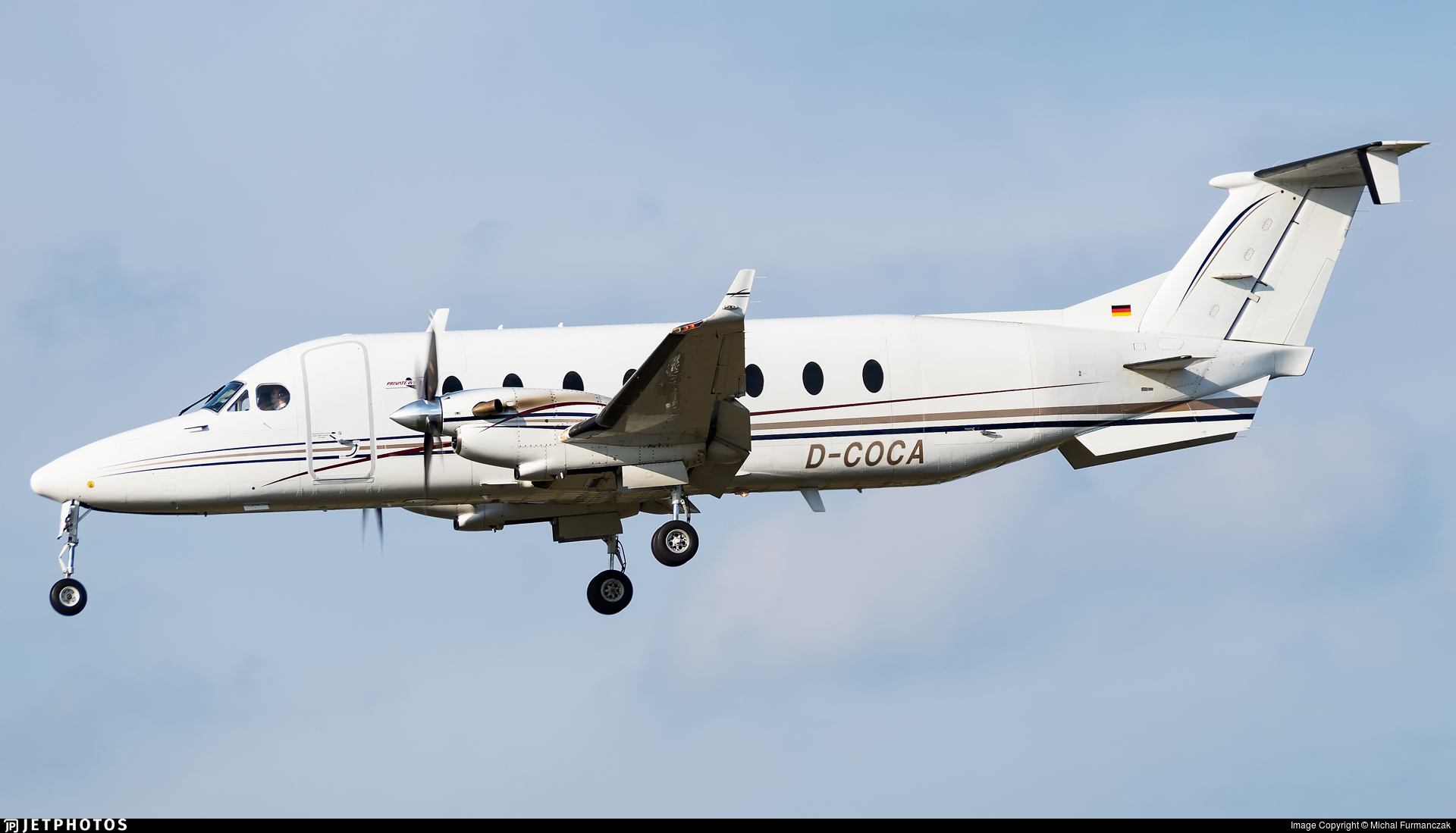 D-COCA - Beech 1900D - Private Wings