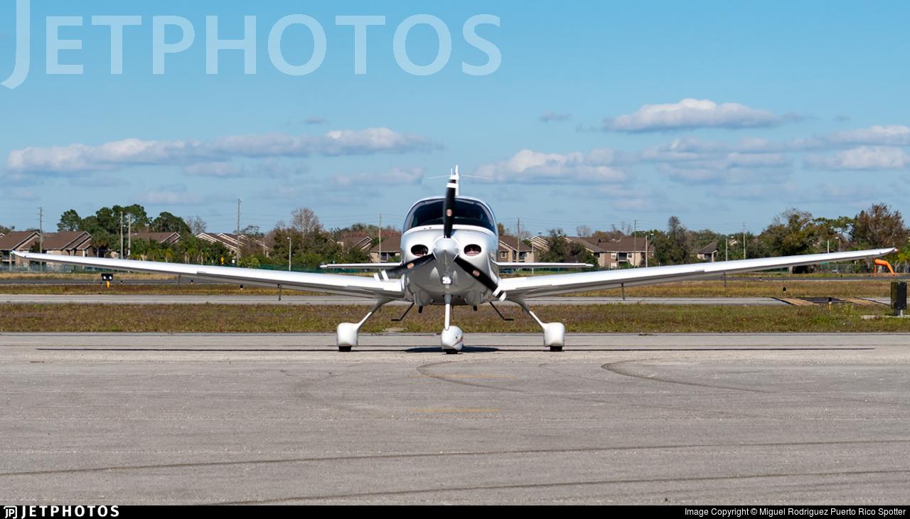 N5886M - Cirrus SR20 - Private