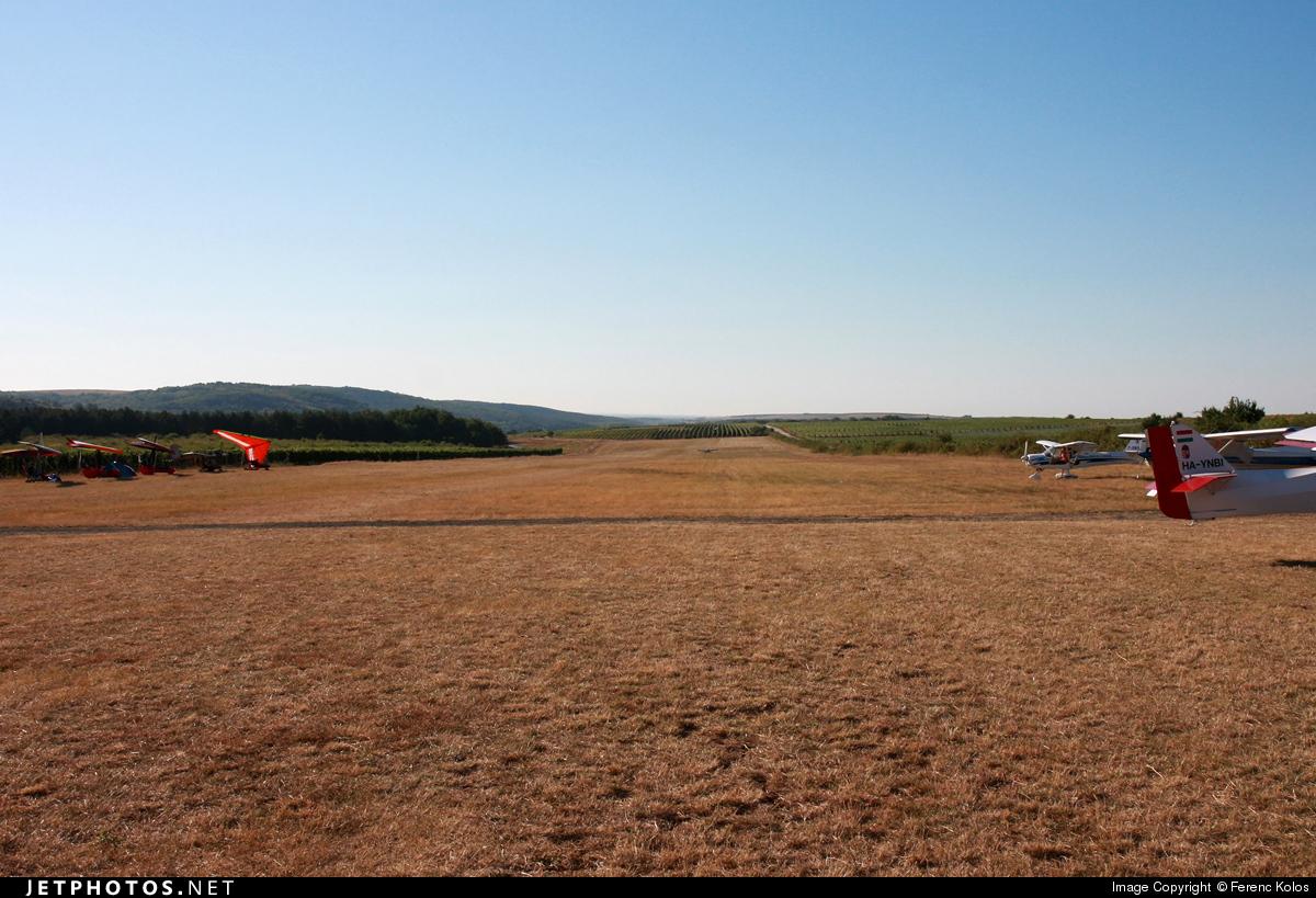 LHER - Airport - Runway