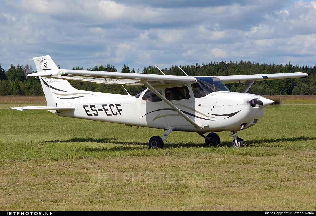 ES-ECF - Cessna 172R Skyhawk - Pakker Avio