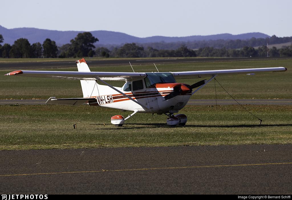VH-LSH - Cessna R172K Hawk XP II - Private