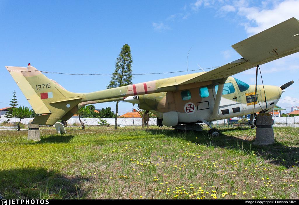 13715 | Reims-Cessna FTB337G Super Skymaster | Portugal
