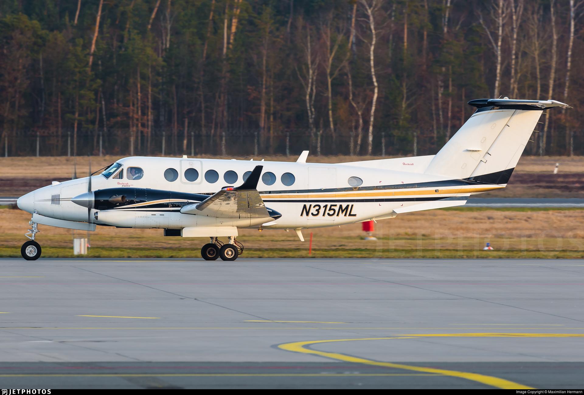 N315ML - Beechcraft B300 King Air 350 - Private