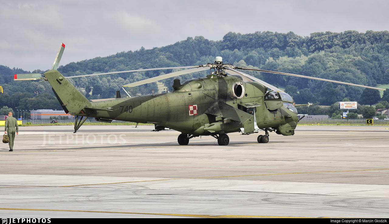 740 - Mil Mi-24V Hind E - Poland - Army