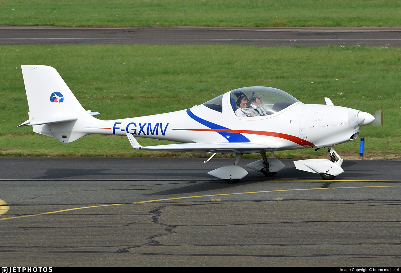 F-GXMV - Aquila AT01 - Private