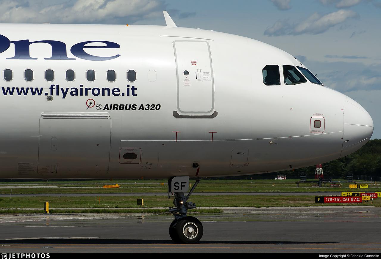 EI-DSF - Airbus A320-216 - Air One