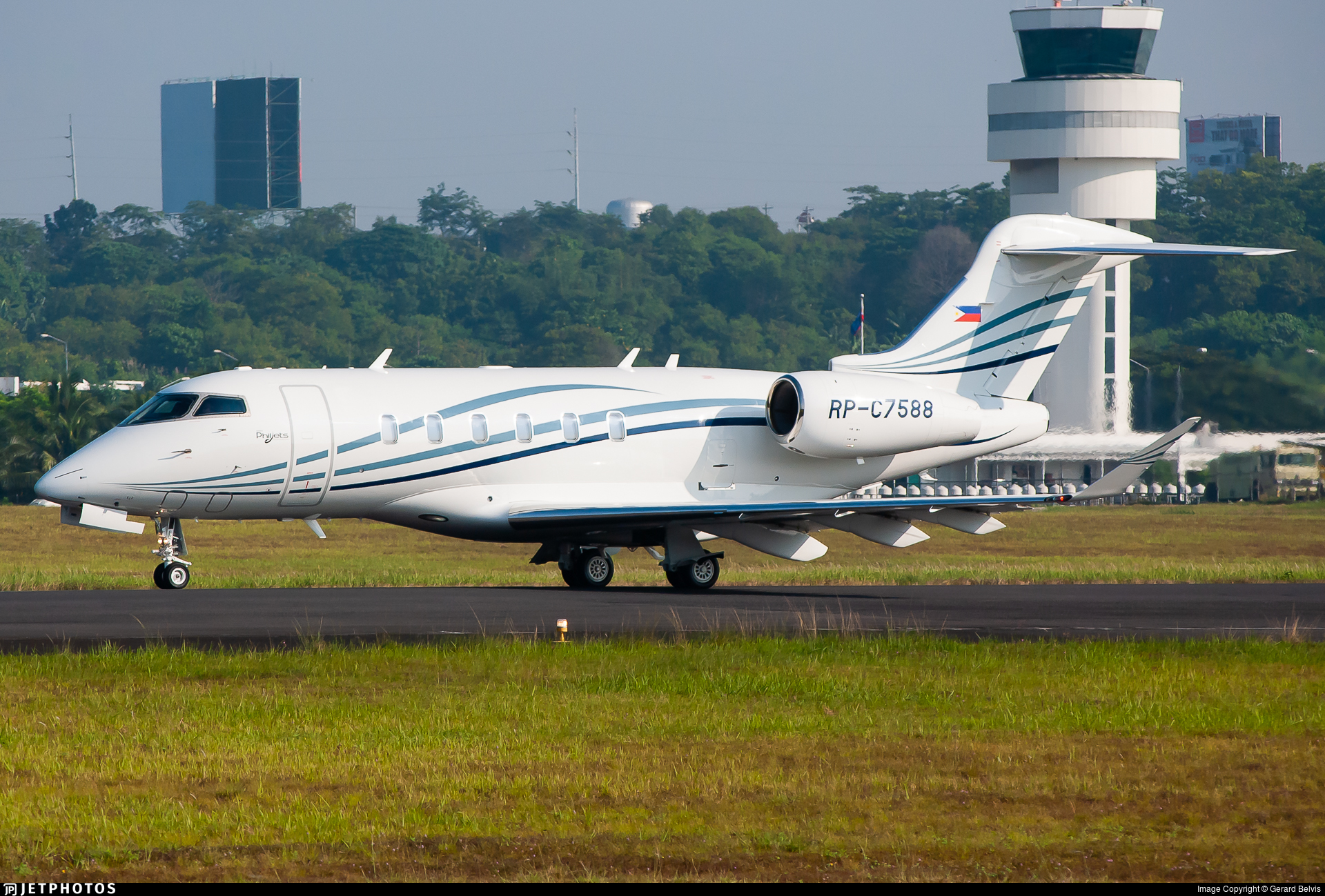 RP-C7588 - Bombardier BD-100-1A10 Challenger 350 - PhilJets