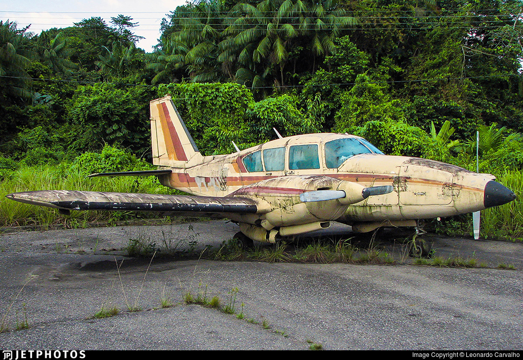 PT-KUI - Piper PA-23-250 Aztec C - Private