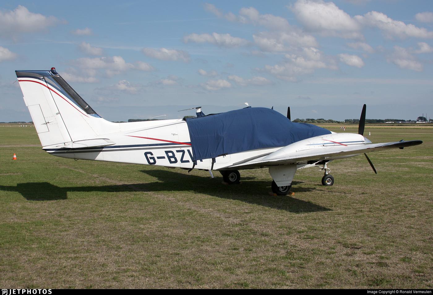 G-BZIT - Beechcraft 95-B55 Baron - Private