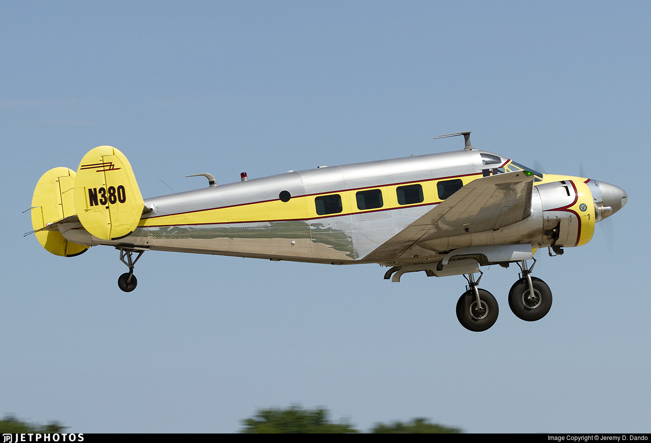 N380 - Beechcraft E18S - Private