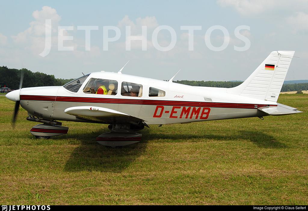 D-EMMB - Piper PA-28-181 Archer II - Private