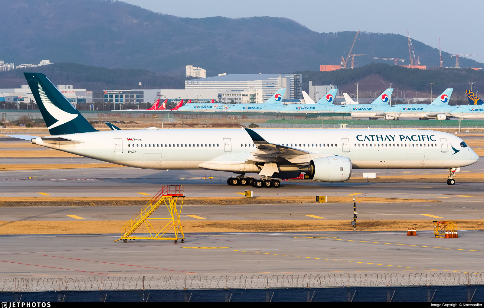 B-LXK - Airbus A350-1041 - Cathay Pacific Airways