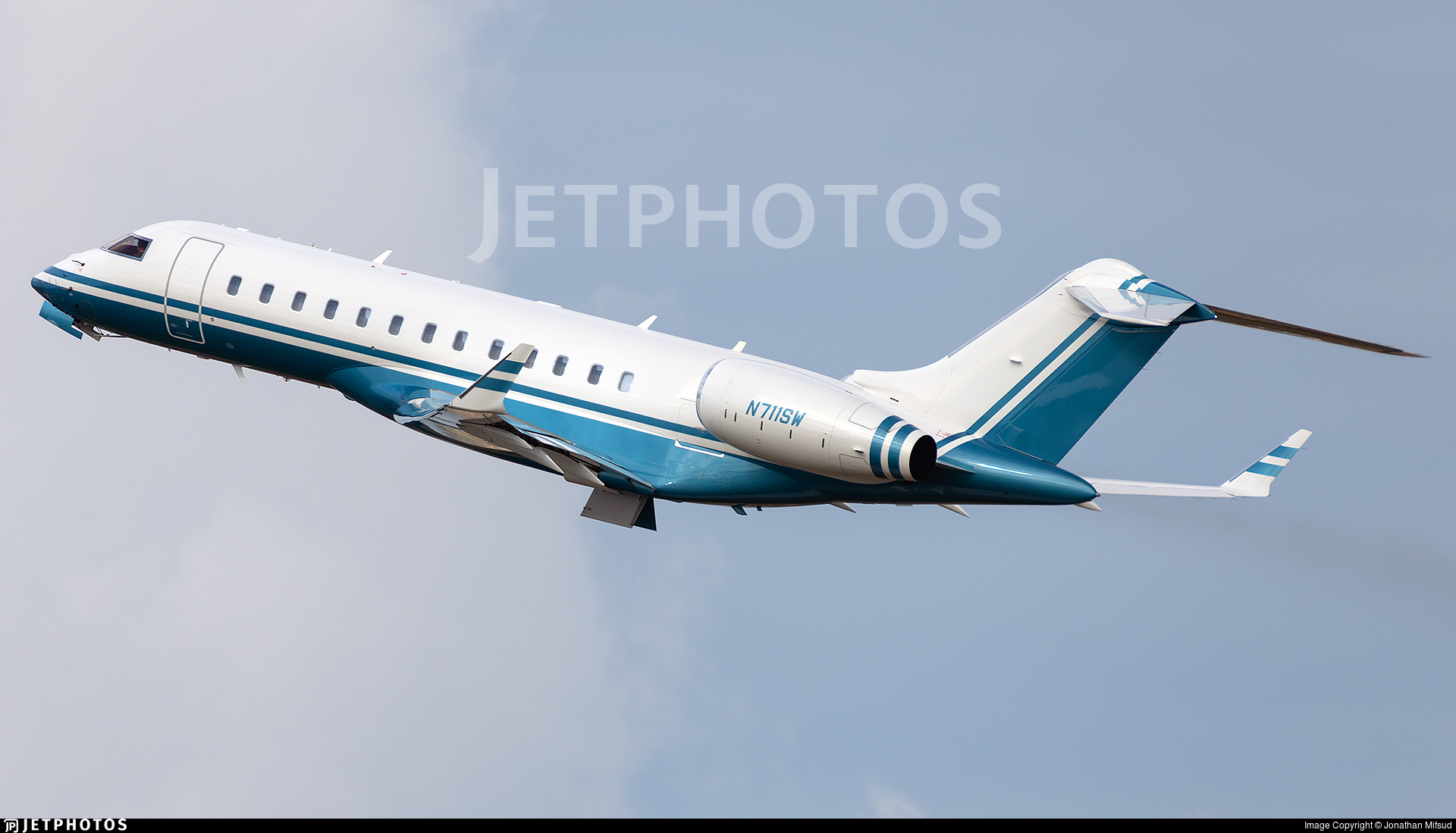 N711SW - Bombardier BD-700-1A10 Global 6000 - Private