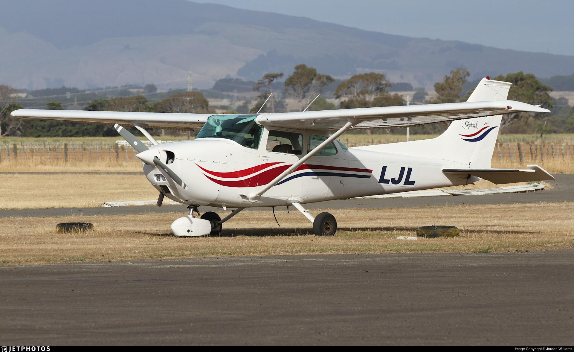 ZK-LJL - Cessna 172M Skyhawk II - Private