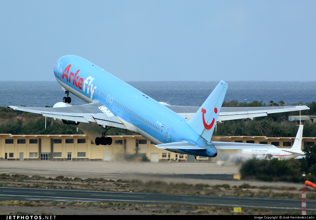 PH-AHQ - Boeing 767-383(ER) - Arke