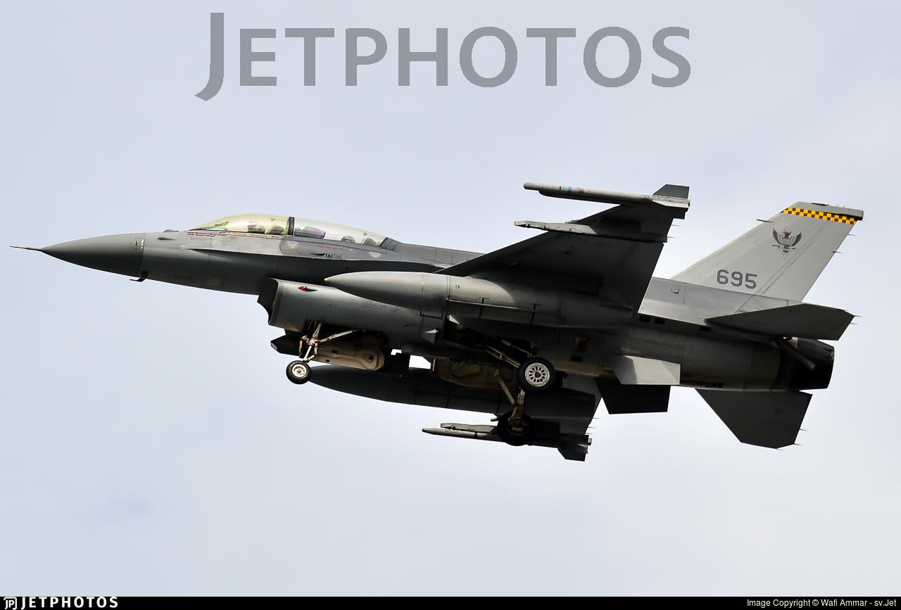 695 - Lockheed Martin F-16D Fighting Falcon - Singapore - Air Force