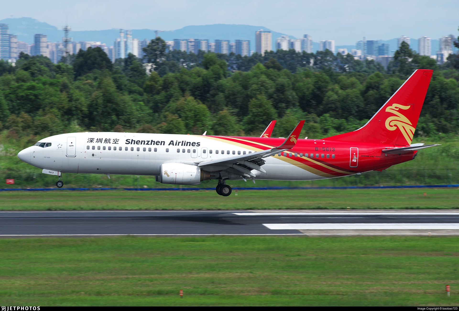 B-5613 - Boeing 737-87L - Shenzhen Airlines