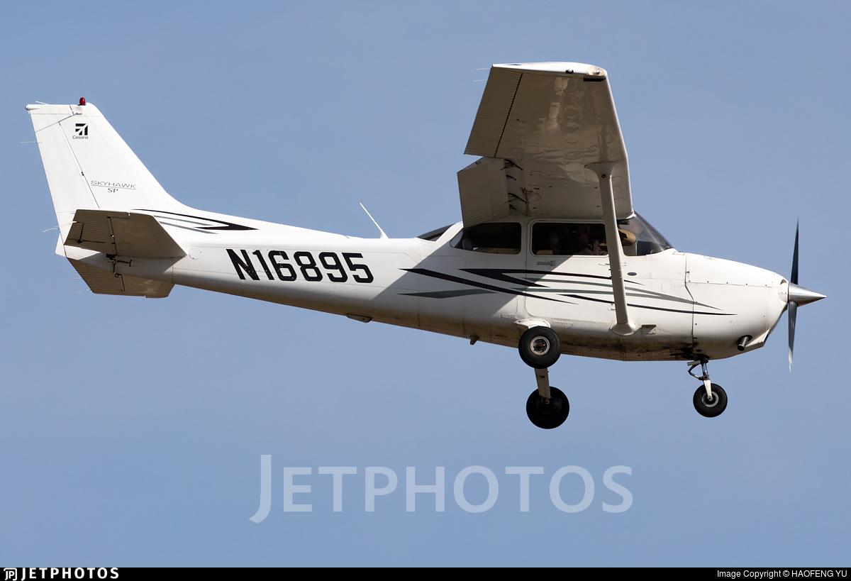 N16895 - Cessna 172S Skyhawk SP - Luxair Aviation