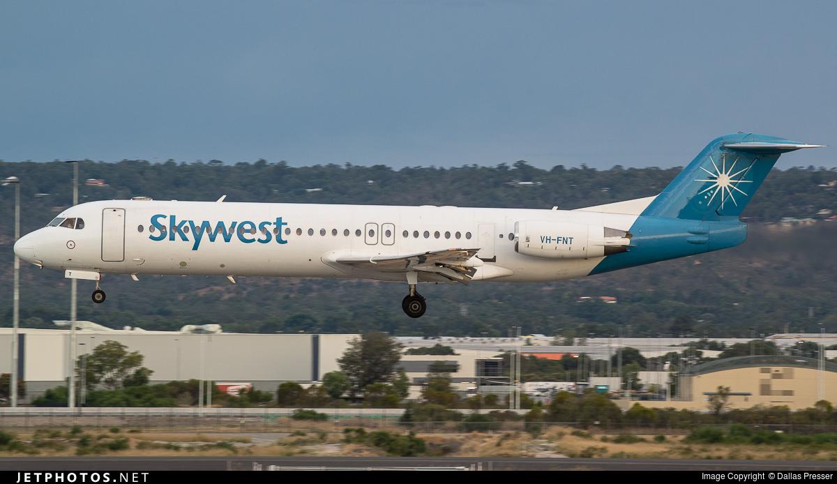 File:Skywest Airlines Fokker 100 Vabre.jpg - Wikimedia Commons