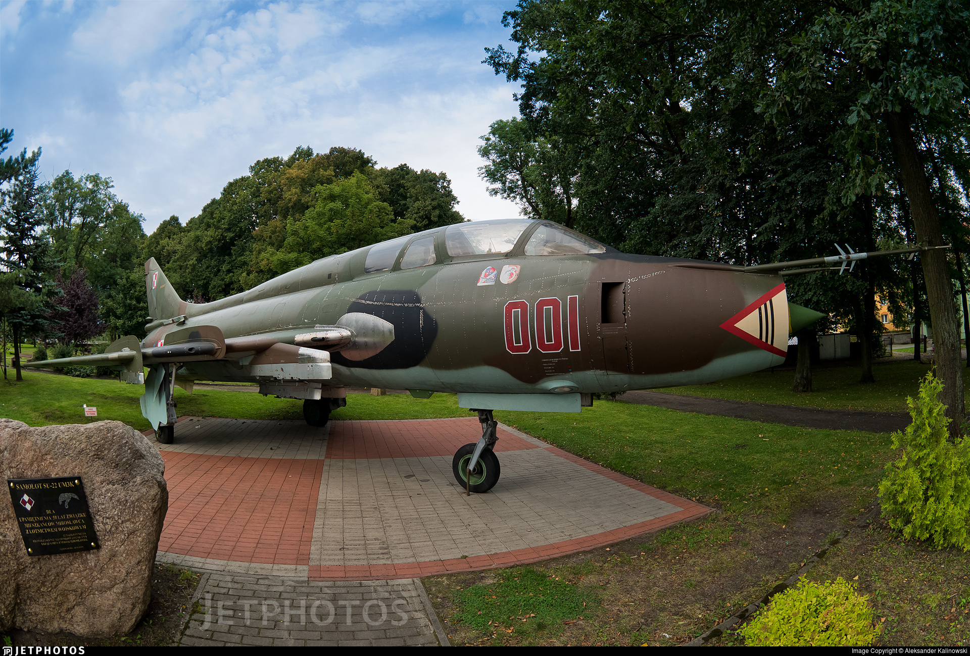 001 - Sukhoi Su-22UM3K Fitter G - Poland - Air Force