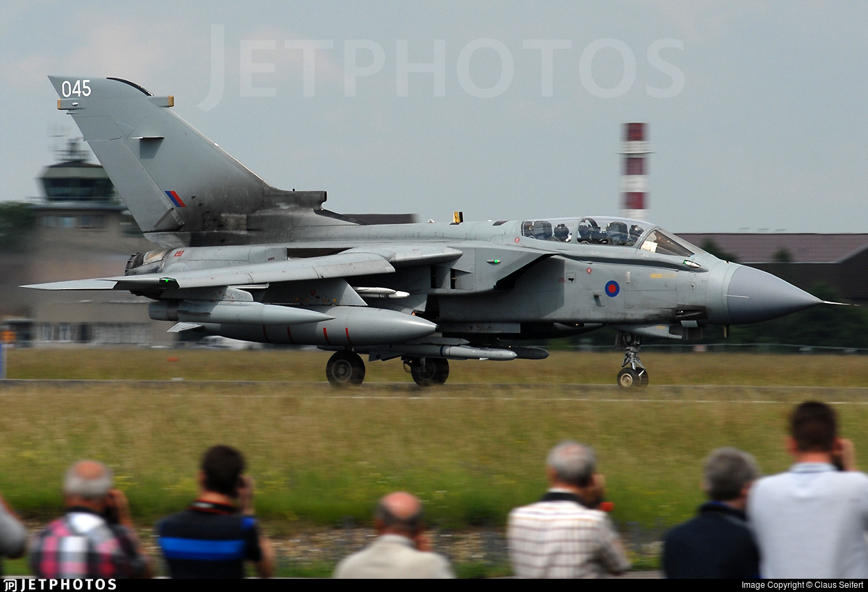 ZA553 - Panavia Tornado GR.4 - United Kingdom - Royal Air Force (RAF)