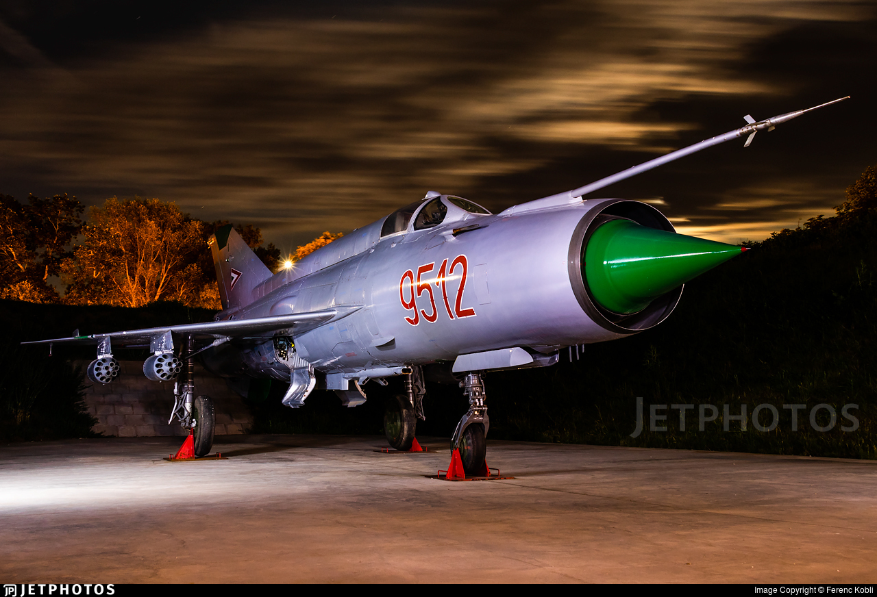 9512 - Mikoyan-Gurevich MiG-21MF Fishbed J - Hungary - Air Force