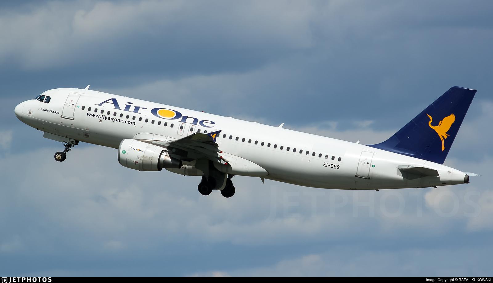 EI-DSS - Airbus A320-216 - Air One