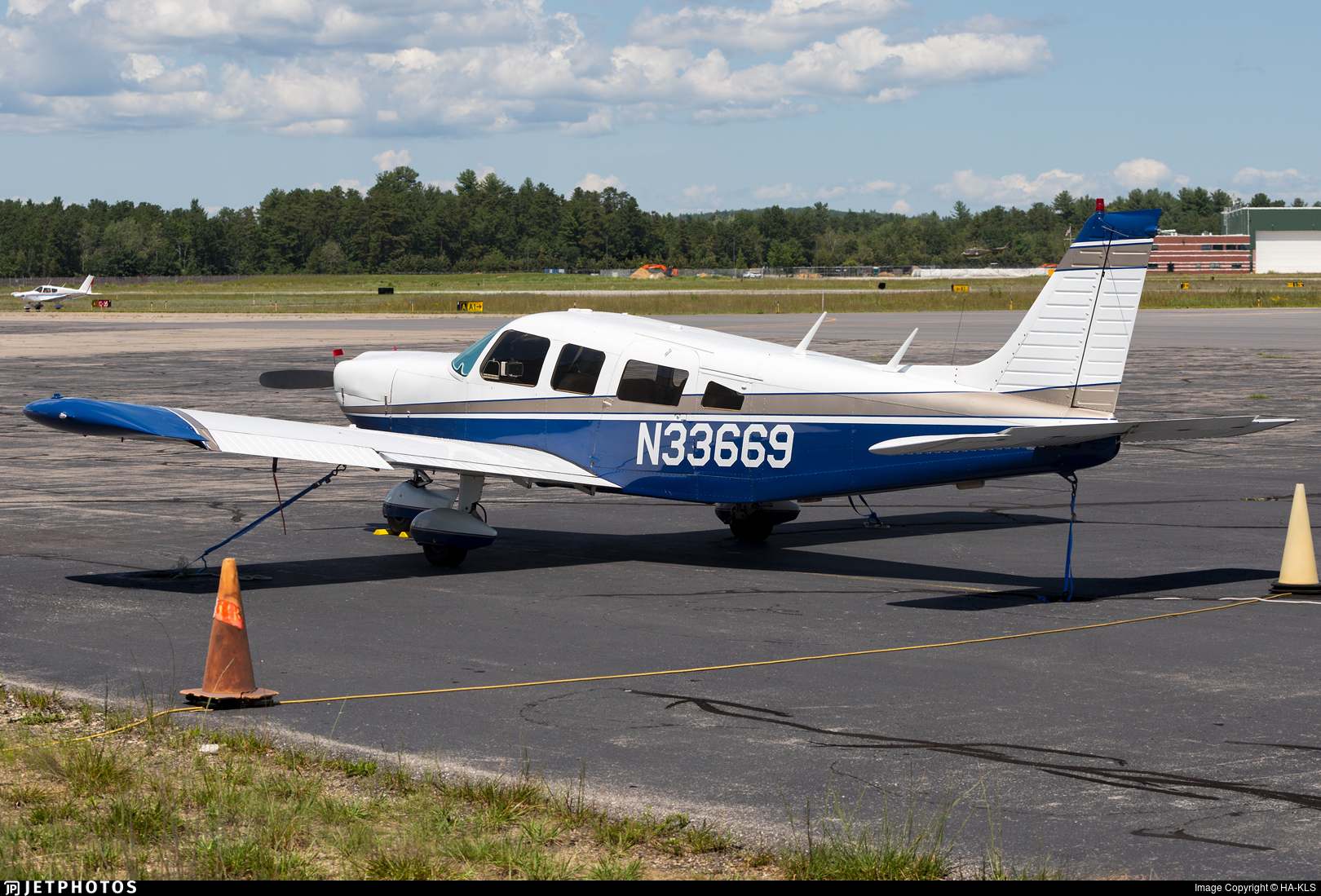 N33669 - Piper PA-32-300 Cherokee Six - Private