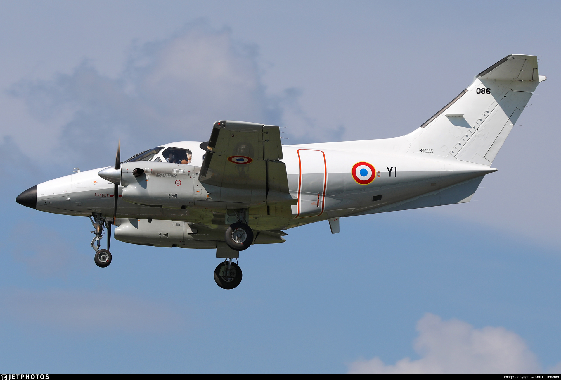 086 - Embraer EMB-121 Xingú - France - Air Force