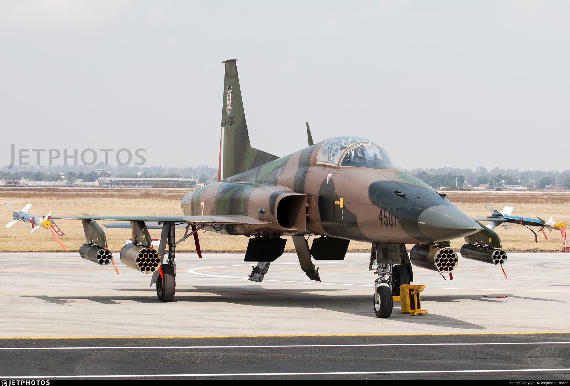 ايران تكشف عن طائره جديده تسمى ( ياسين ) 56647_1529378810