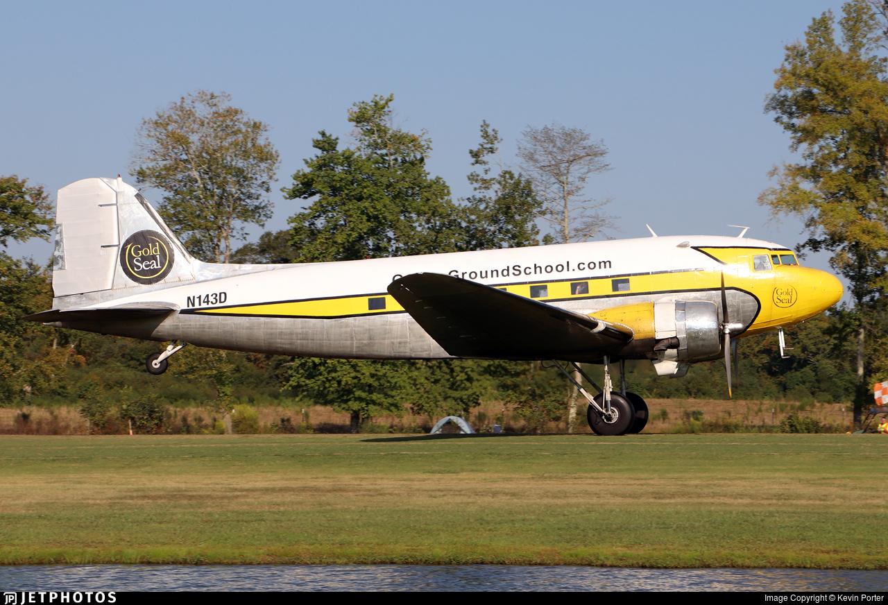 N143D - Douglas DC-3A - Private