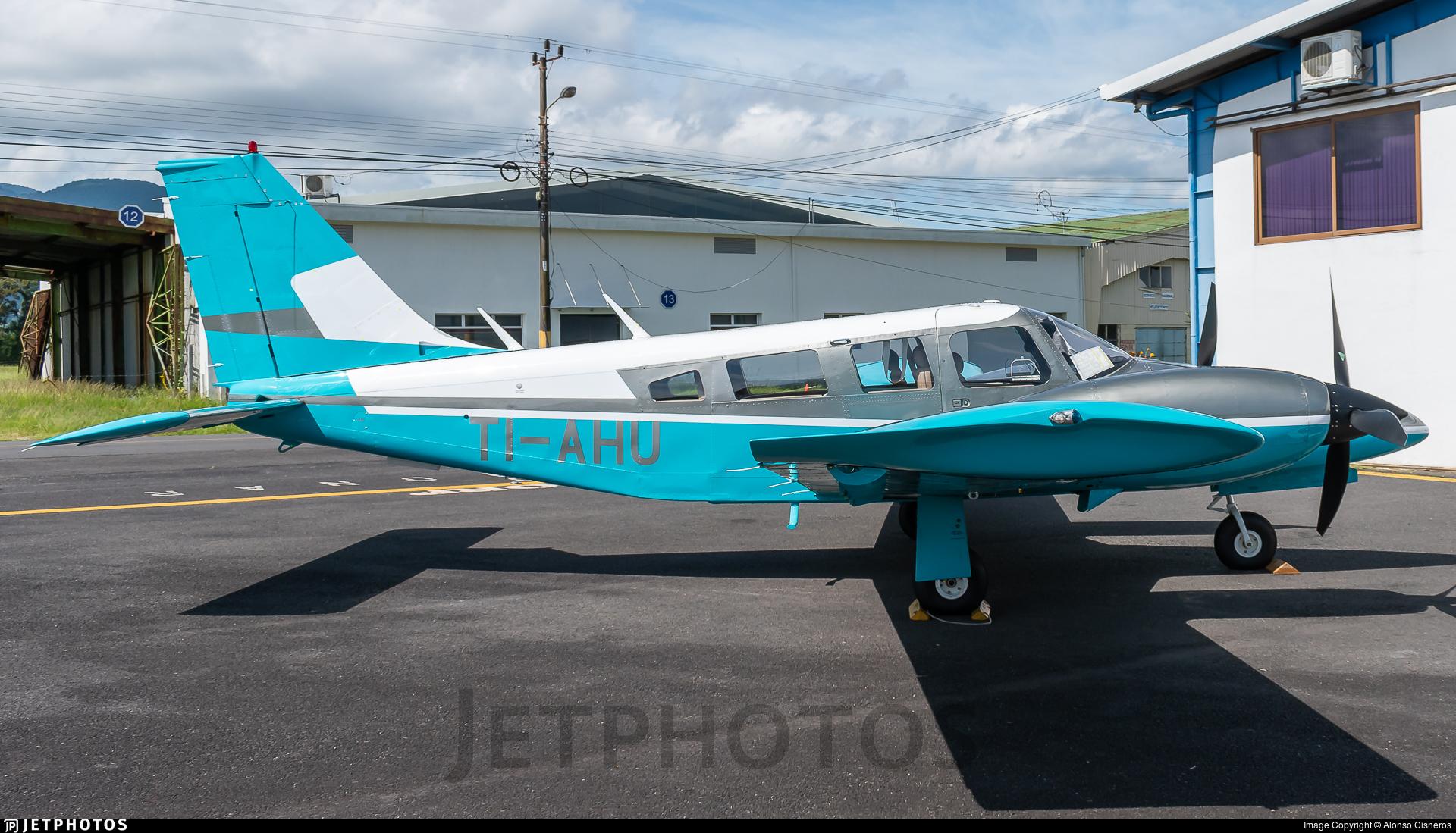 TI-AHU - Piper PA-34-200T Seneca II - Instituto de Aviacion CentroAmericano (IACA)