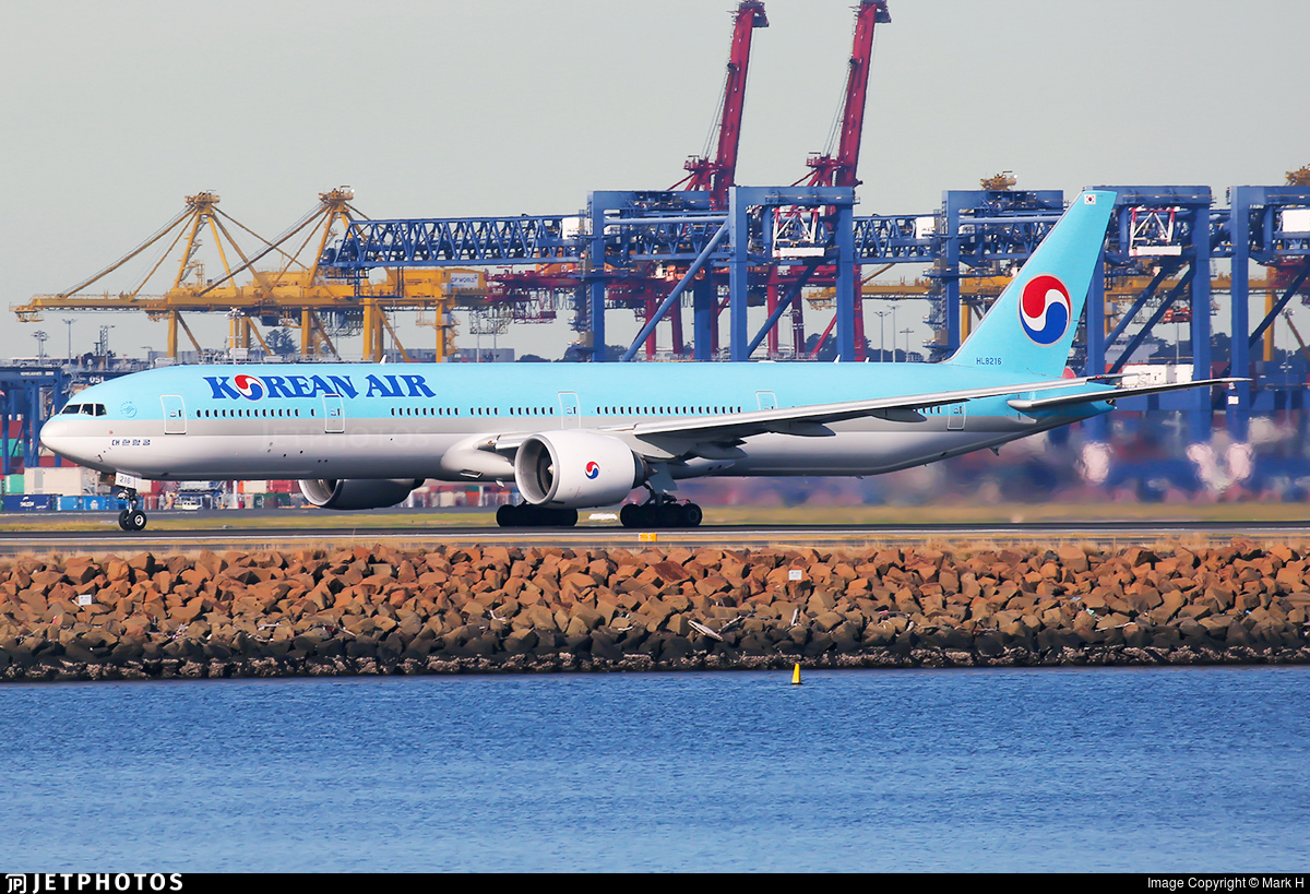 HL8216 - Boeing 777-3B5ER - Korean Air