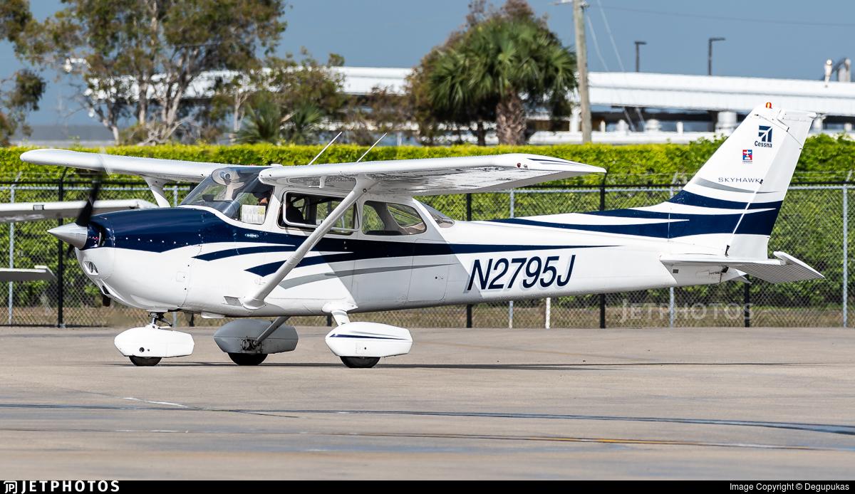 N2795J - Cessna 172N Skyhawk - Private