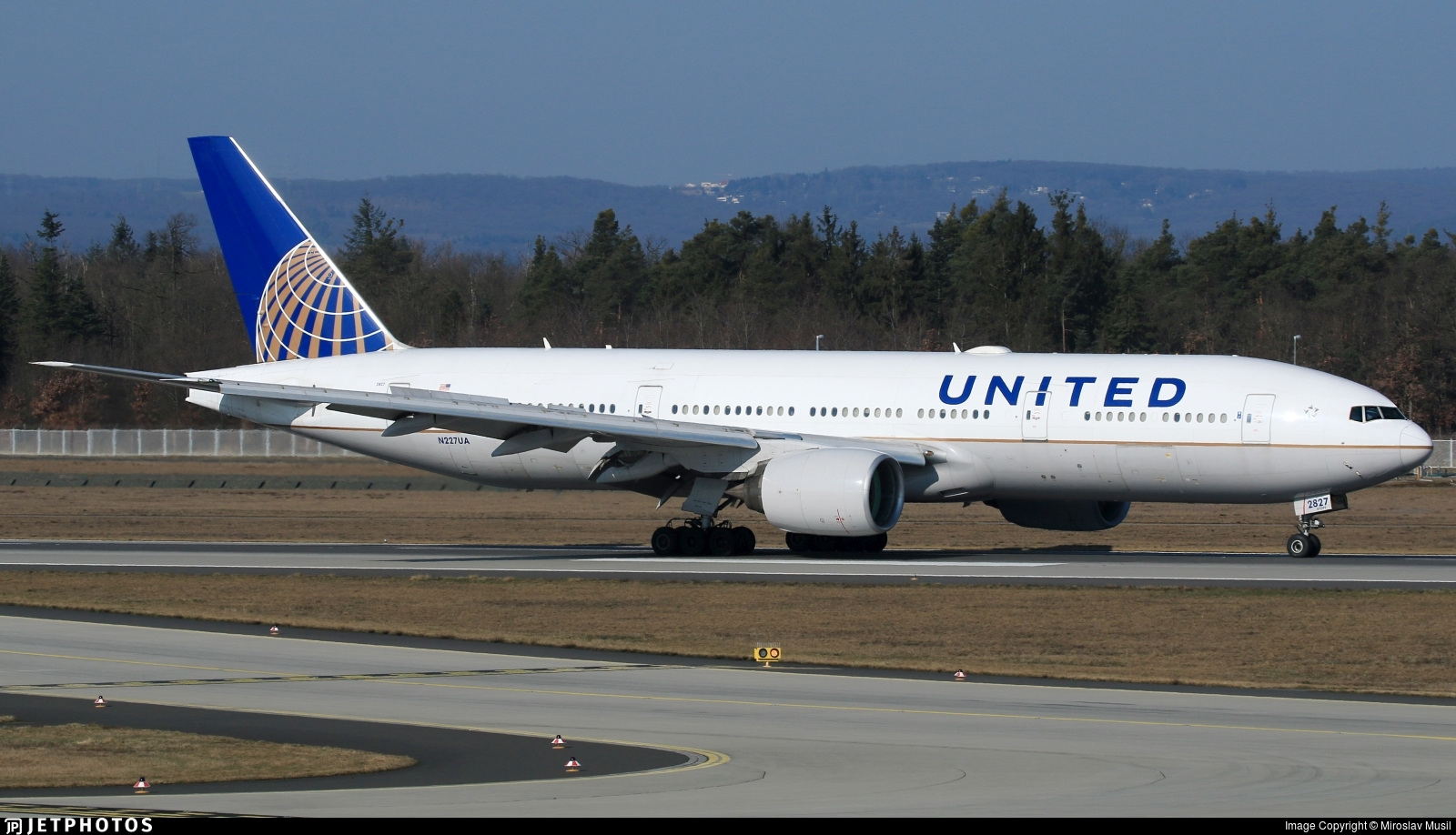 N227UA - Boeing 777-222(ER) - United Airlines